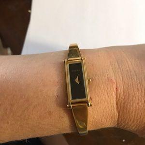 Gucci 1500 L watch